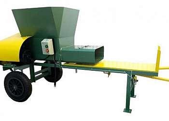 Máquina compactadora de silagem